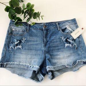 NWT Adam Levine Embroidered Denim Shorts Size 15